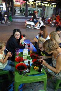 Essen mit Einheimischen