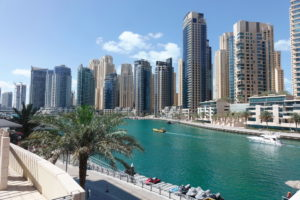 Ein Spaziergang an der Dubai Marina