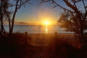 Sonnenaufgang am Totaranui Strand
